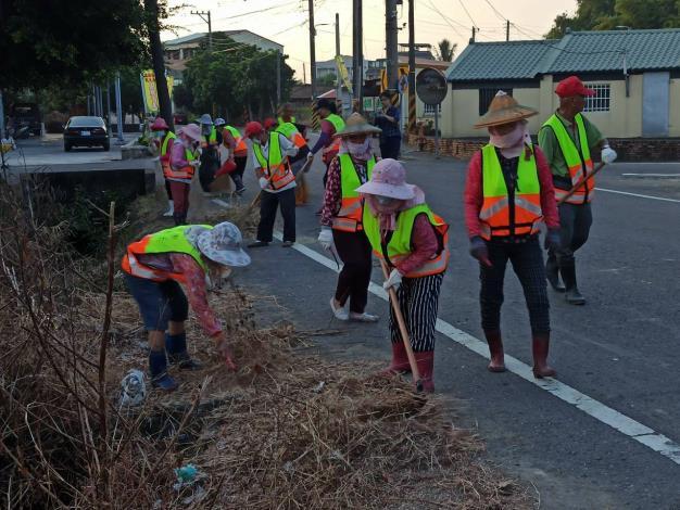 義工打掃街道