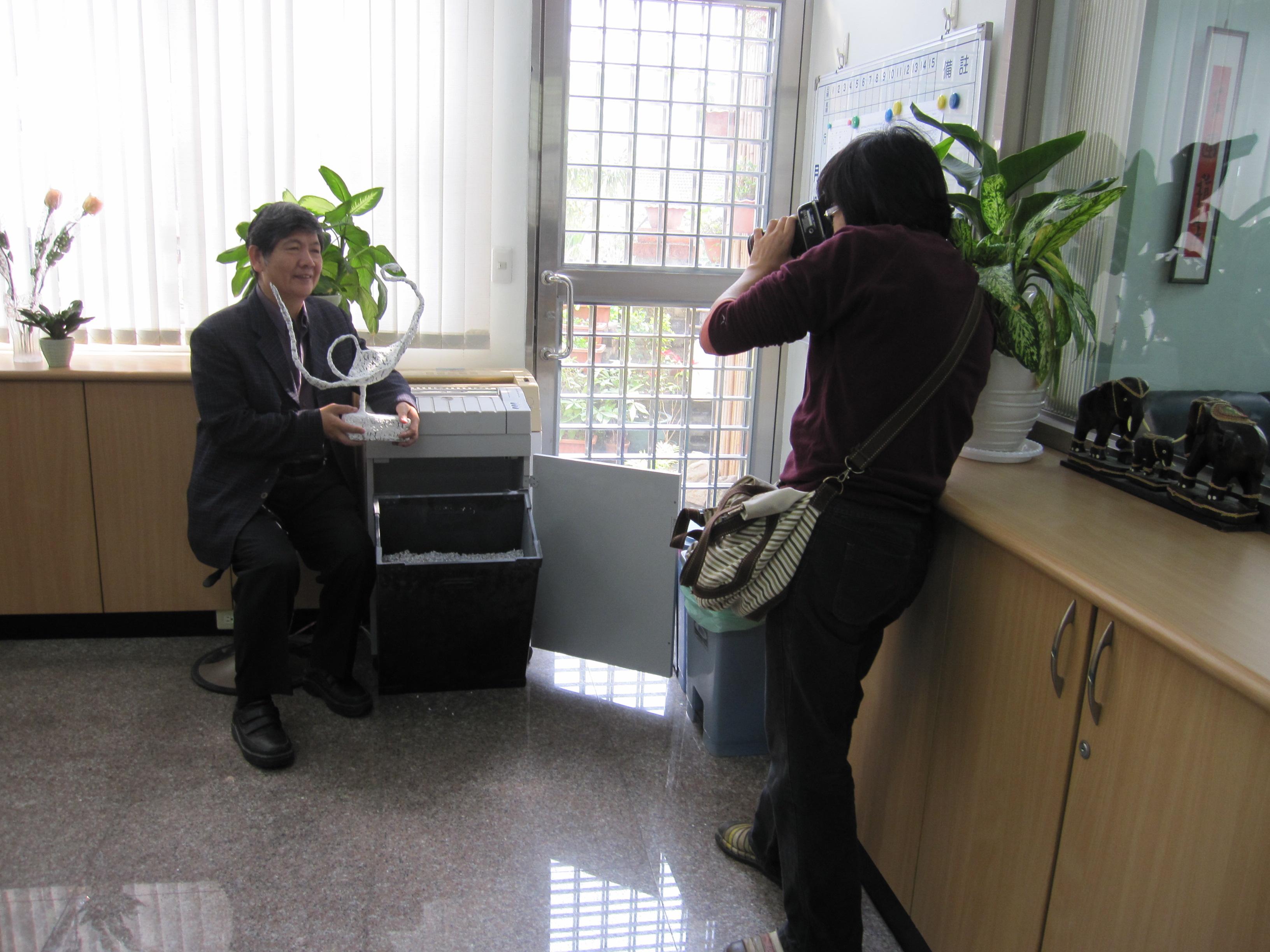 中華日報蔡記者專訪前主任資源再利用作品