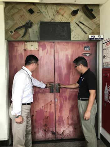 臺東縣政府民政局參訪本所檔案展展場