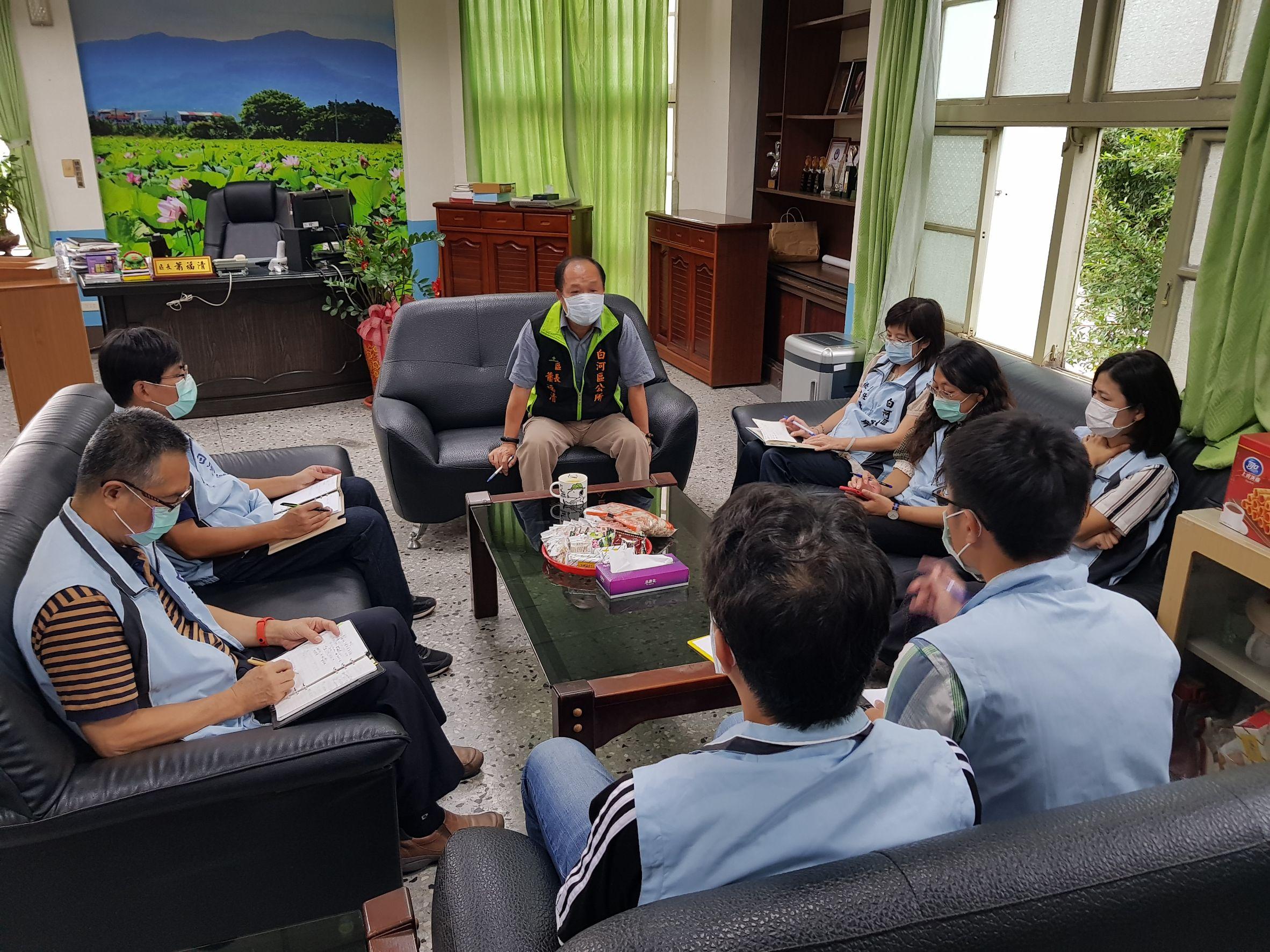 區長召開豪雨防汛會議,各課室主管列席與會